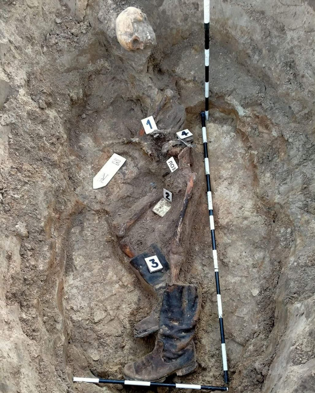Body of a soldier lay at a depth of 70-80 centimeters.