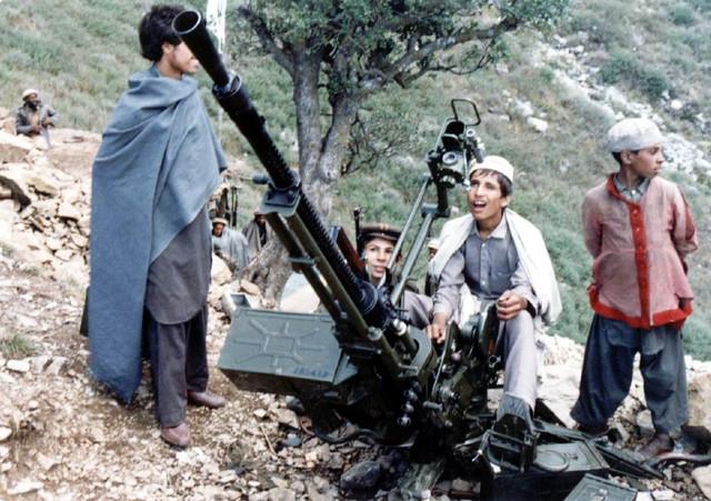 00-afghan-young-modjached-senitka-1980s