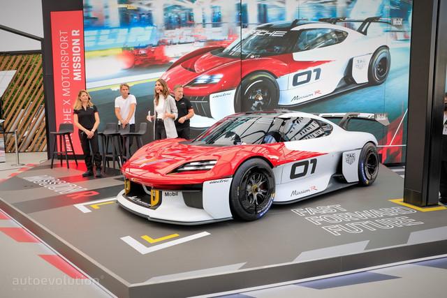2021 - [Porsche] Mission R - Page 2 3-F4-F971-D-A24-F-4-AF7-8746-29-C3-E4-D6-ECC7