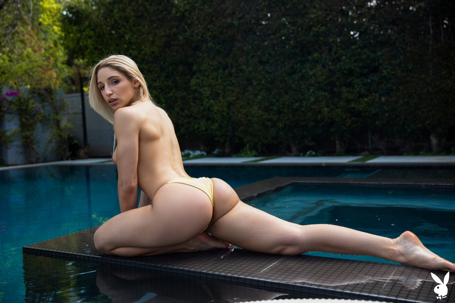 Abella Danger in Ahead of the Curve Abella01-0018
