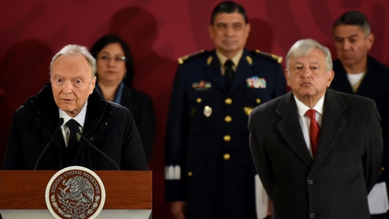 Tres altos funcionarios serán enjuiciados por robo de combustible en México
