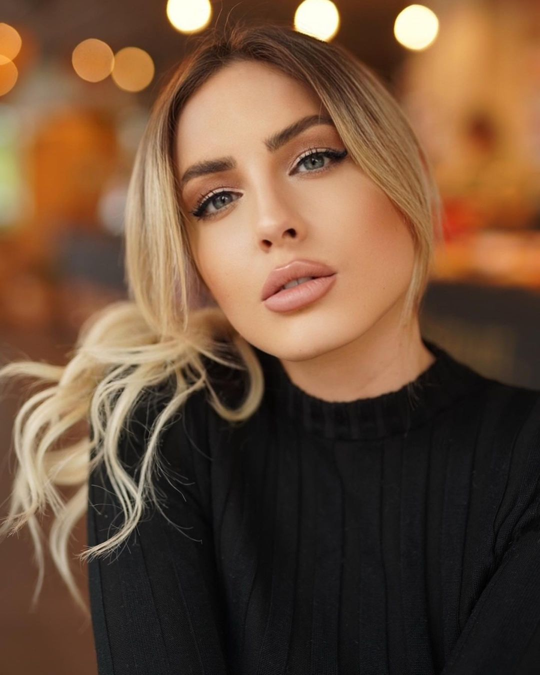 Doreen-Petrova-Wallpapers-Insta-Fit-Bio-12