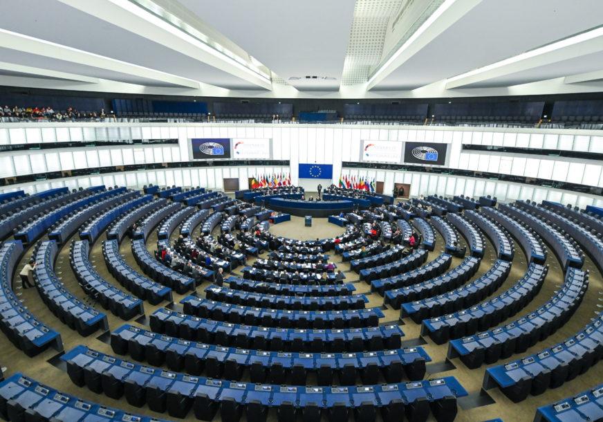 evropski-parlament-foto-PATRICK-SEEGER-epa-872x610