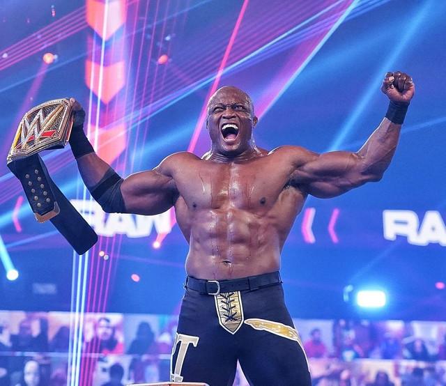 Bobby Lashley vence a Braun Strowman y The Miz RAW 22 Febrero