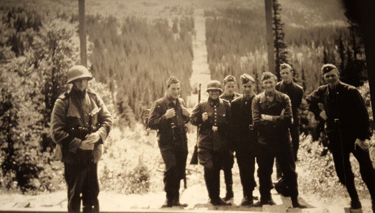 LOT-38-GERMAN-Army-WW2-Photos-CANDID-57