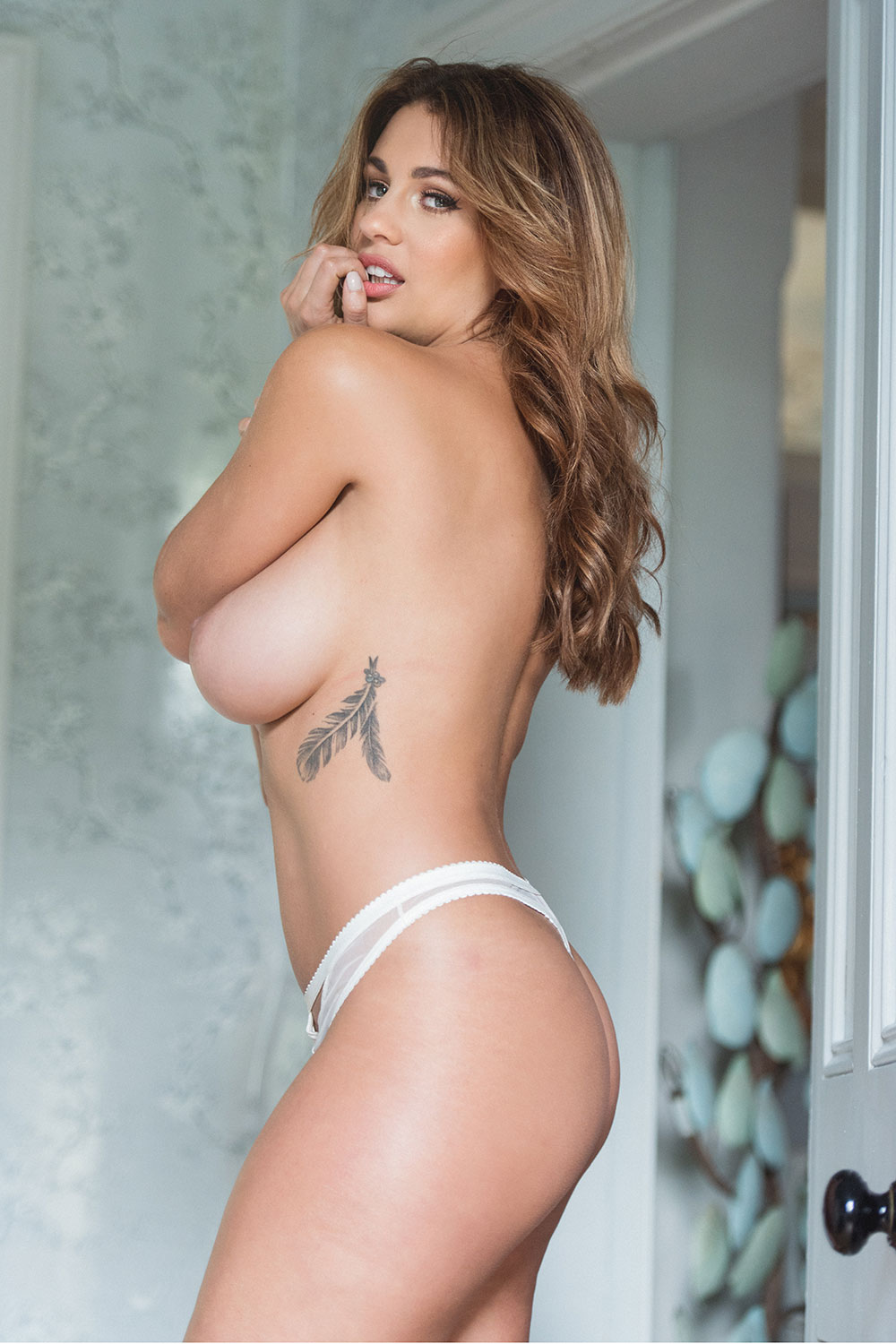 Holly-Peers-Topless-and-Sexy-New-2