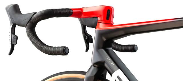 Teammachine-SLR-01-ONE-cbn-wht-red-Aerodynamic-design-1