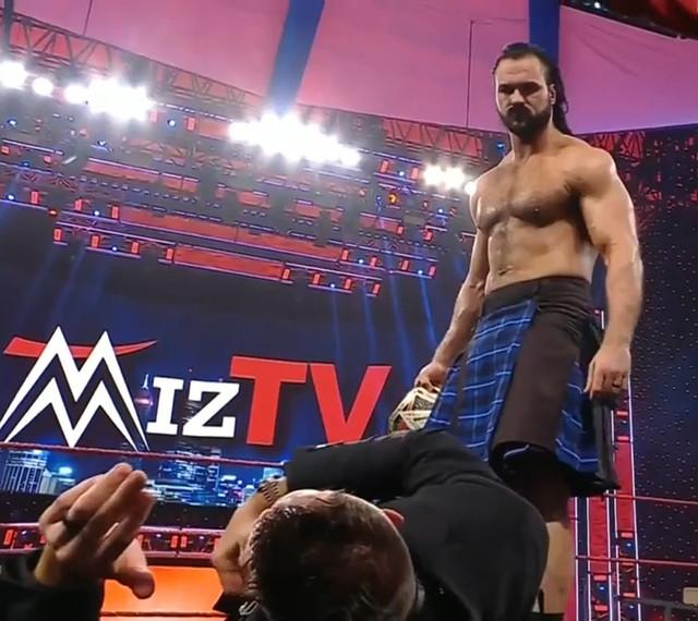 Miz TV Drew ataca a Miz RAW 15 Febrero