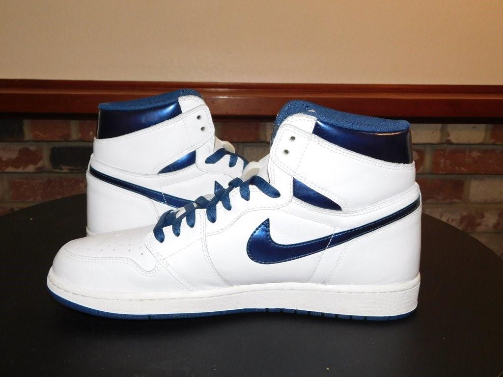 sneakers adalah