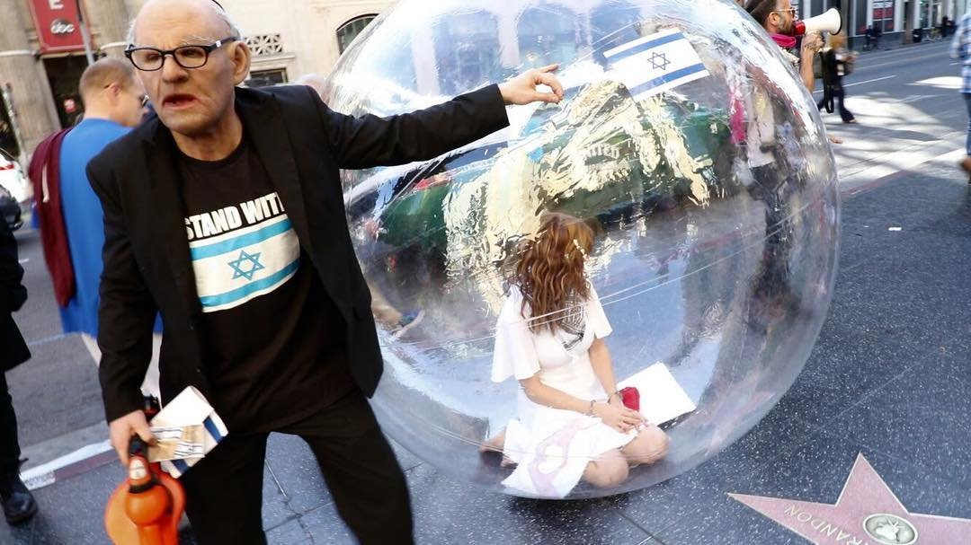 Activist Jill Love Demonstrates Israeli Oppression of Palestinians Inside Bubble