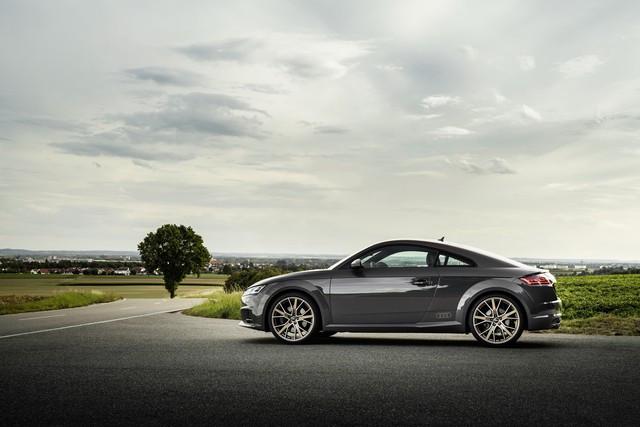 Accent sportif : l'Audi TTS competition plus A208516-medium