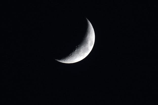 moon-new-tripod-01