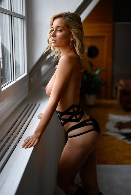 Сексуальная Наталья Андреева голая позирует в немецком Penthouse Loft Studio / фото 04