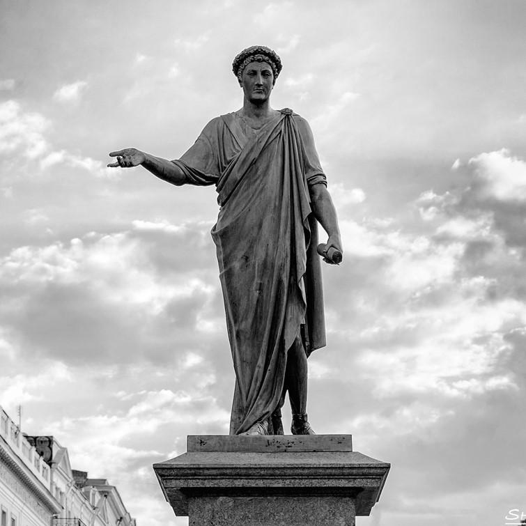 Пам'ятник градоначальнику та генерал-губернатору А. де Рішельє в Одесі. Скульптор І. Мартос. 1828.