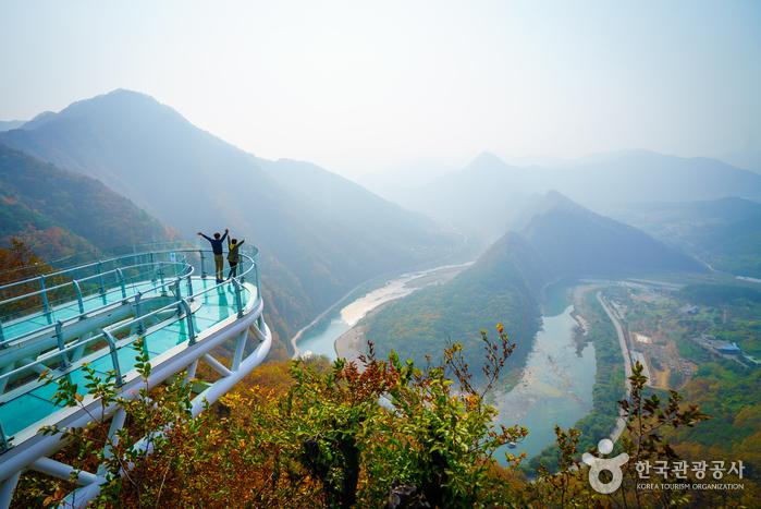 Wisata Gangwondo Byeongbangchi Skywalk (saungkorea.com)