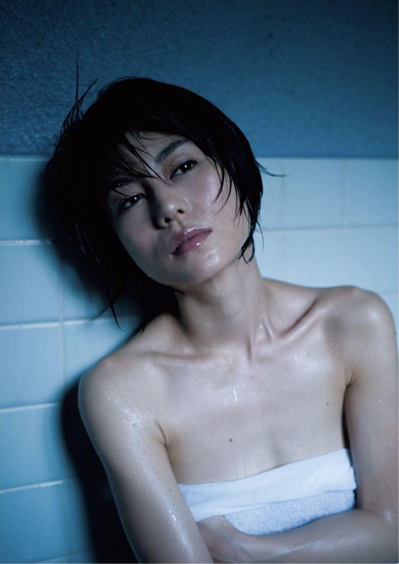 芳野友美ファースト写真集『或る女』042