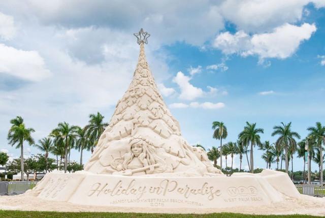 70282-pohon-natal-dari-pasir-di-west-palm-beach-florida