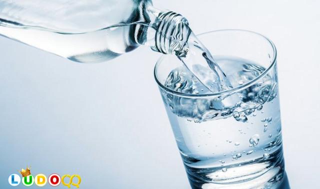 Minum Air Putih 8 Gelas Per Hari Ternyata Belum Tentu Cukup?