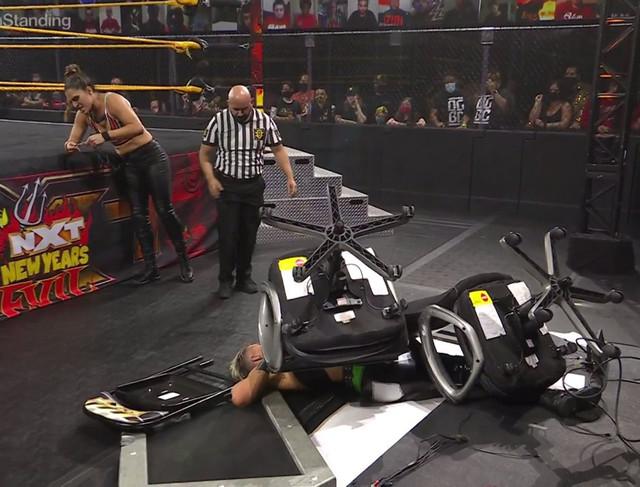 Raquel Gonzales derroto a Rhea Ripley NXT New Years Evil