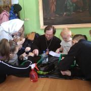 28 марта в Воскресной школе Спасского храма города Солнечногорск прошло практическое занятие по экологии. Ребята старшей группы участвовали в высадке семян цветов. В ходе занятия они знакомились с необходимыми условиями для выращивания растений