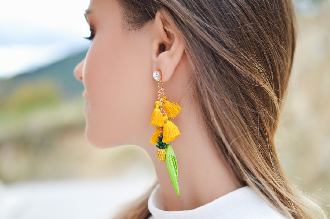 How to Pick the Right Earrings for Your Outfit?