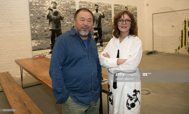 American-actress-Susan-Sarandon-paying-a-visit-to-the-workshop-of-artist-Ai-Weiwei-in-Berlin-Germany.jpg