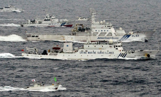 Japan-coast-guard-in-group-vs-China-coast-guard-intrussion-2013