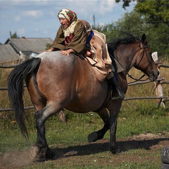 Диана Галунова на лошади Мышь