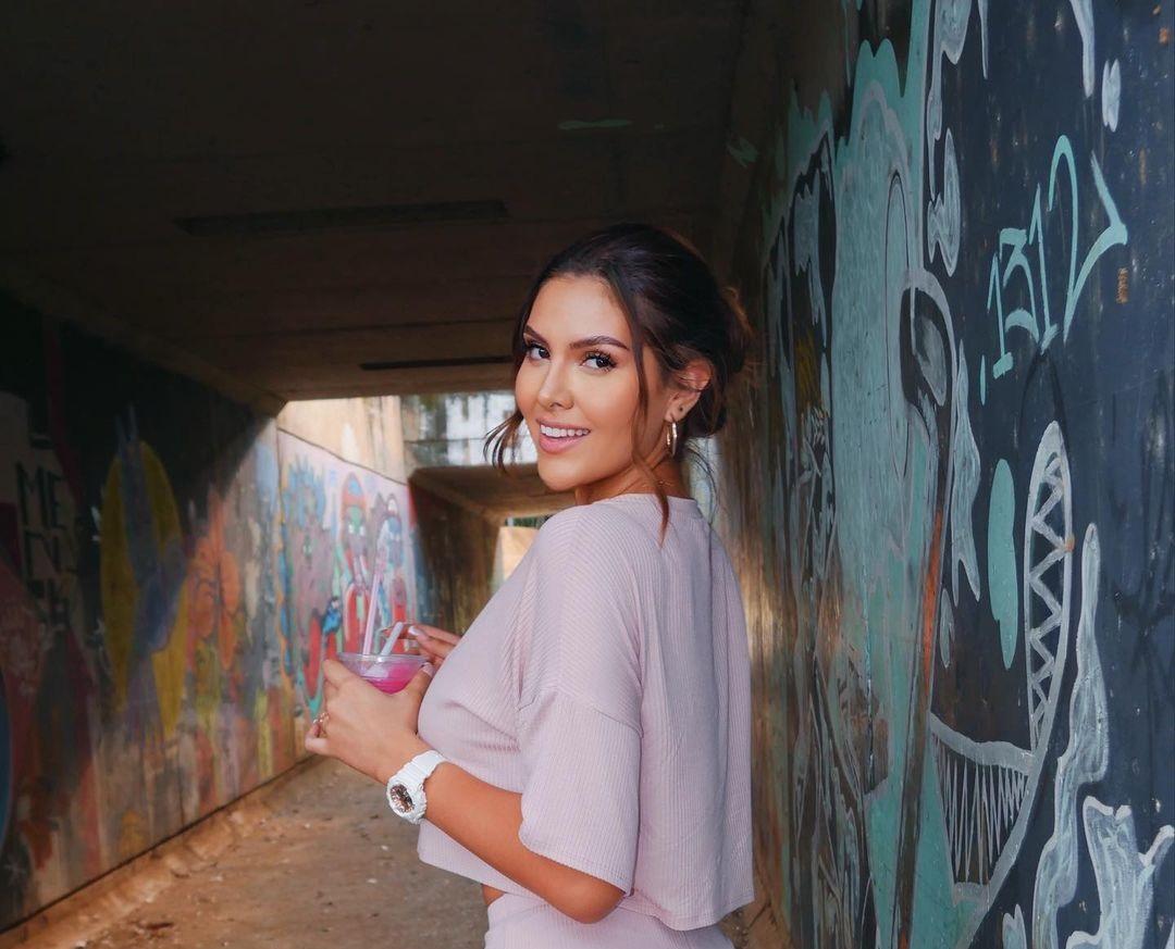Nicol-Ramirez-Wallpapers-Insta-Biography-20