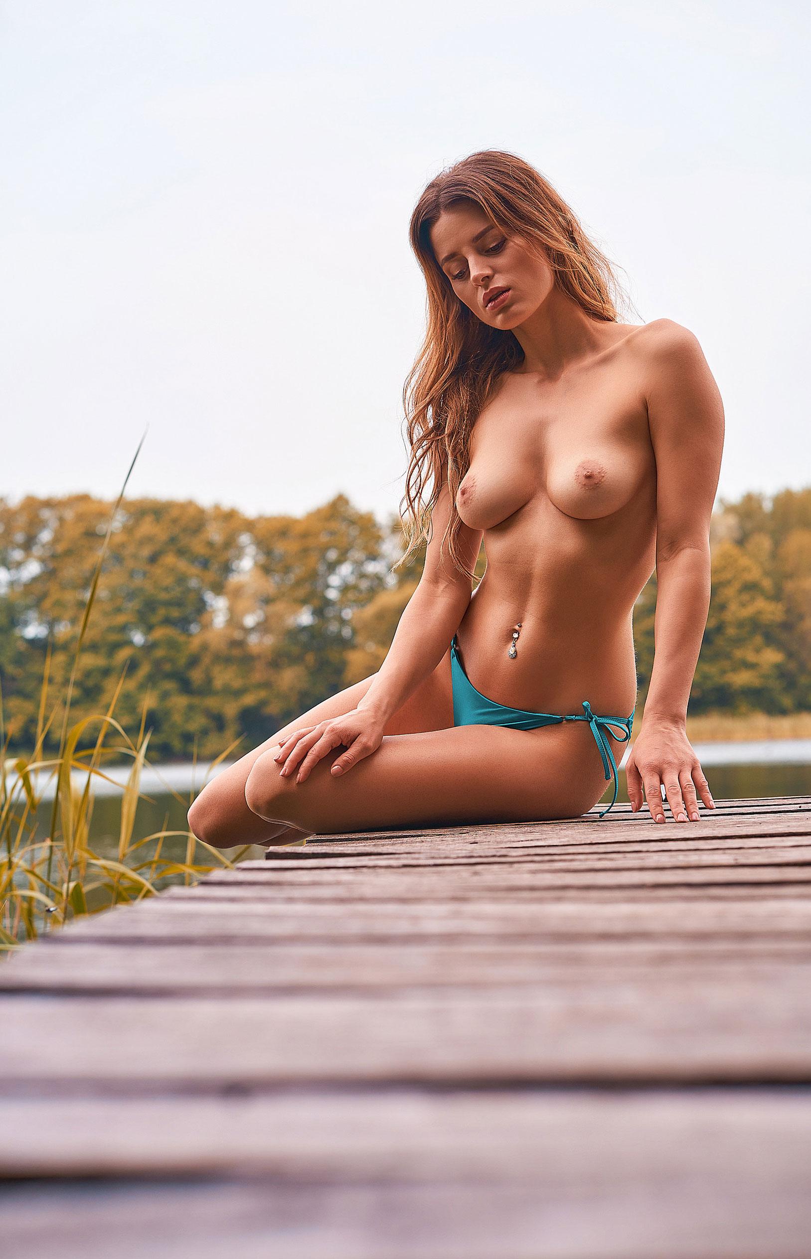 голая медсестра / Девушка месяца немецкого Playboy в июне 2020-го - Джини Валдхейм / фото 07