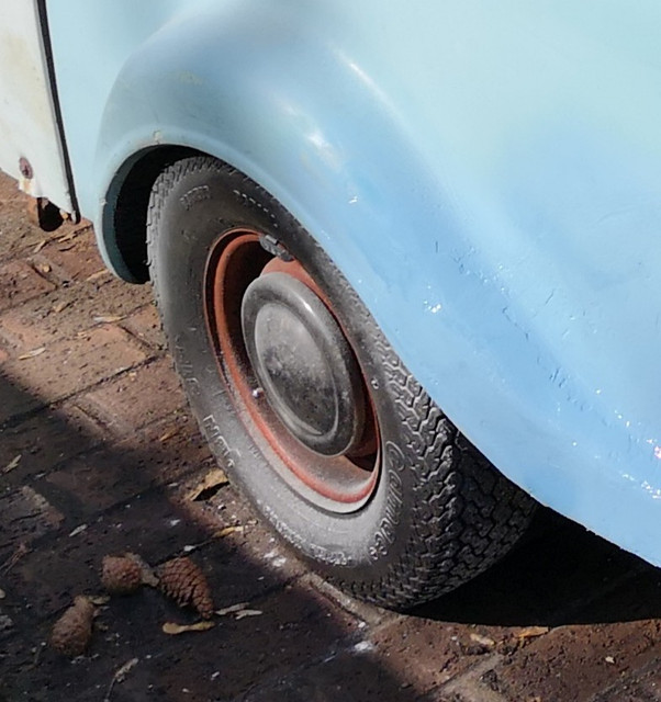 The wheels here have been painted in (patchy) red oxide primer at some point.  Time this was sorted out I think.