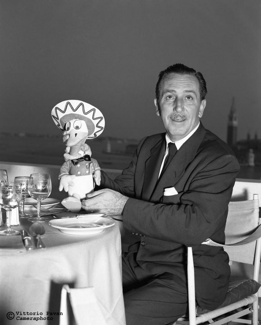 Редкие фотографии известных людей, отдыхающих в Венеции в 1950-60-е годы 15