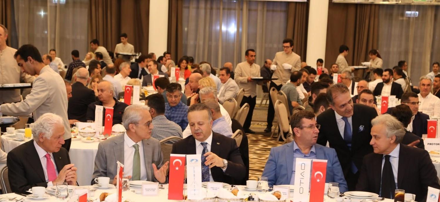 Osmanbey'de OTİAD'ın başlattığı markalaşma çalışmasına TİM Başkanı İsmail Gülle ve Şişli Belediye Başkanı Muammer Keskin'de tam destek geldi.