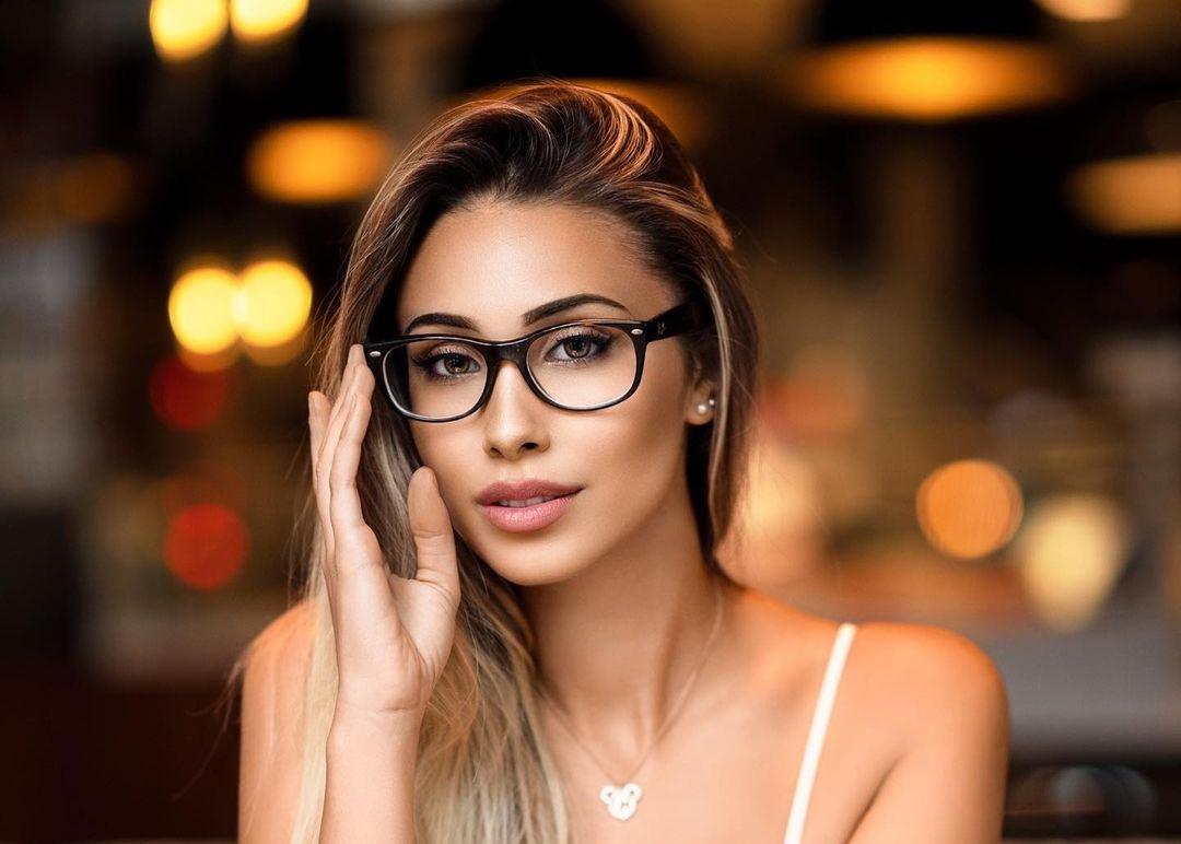 Celine-Lara-Sophie-Wallpapers-Insta-Fit-Bio-Celine-Bretz-Wallpapers-Insta-Fit-Bio-16