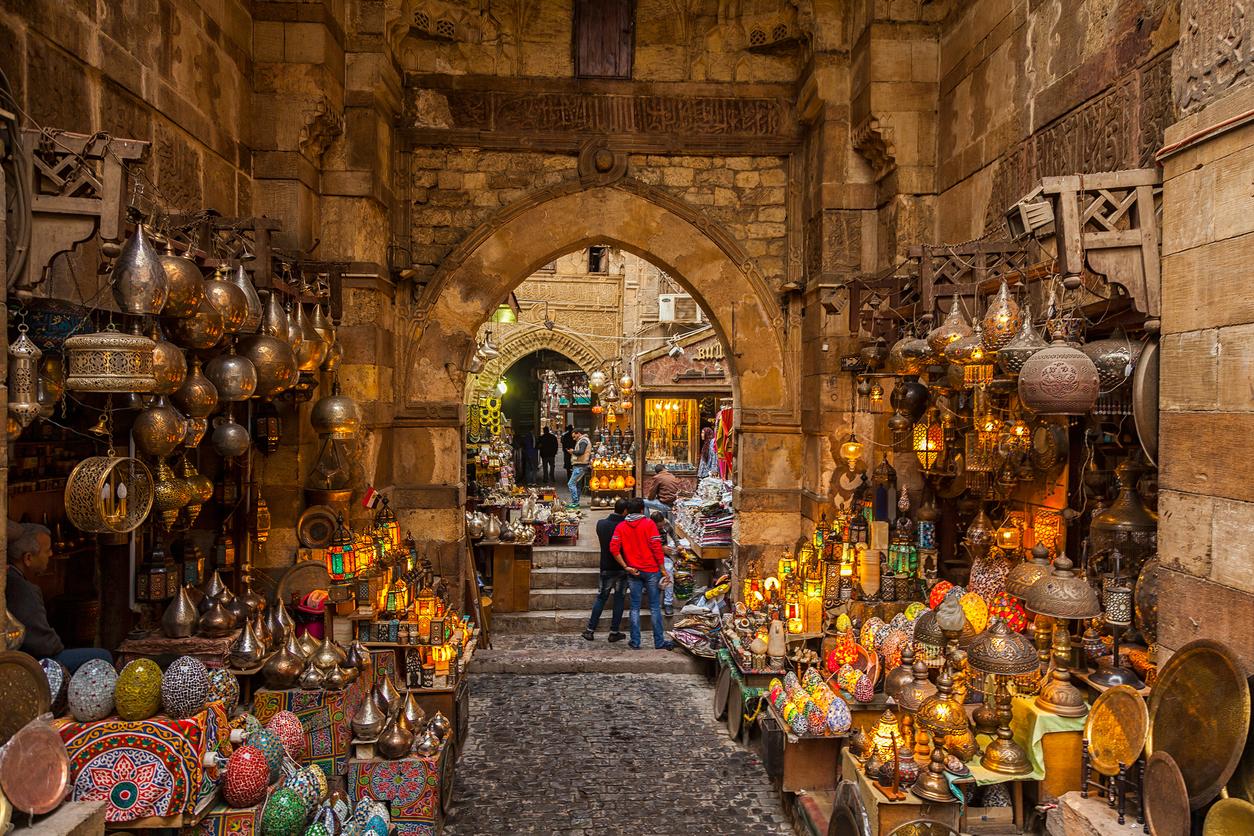 Cairo-Egypt-Feb-19-2018-Lamp-or-Lantern-Shop-in-the-Khan-El-Khalili-market-in-Islamic-Cairo