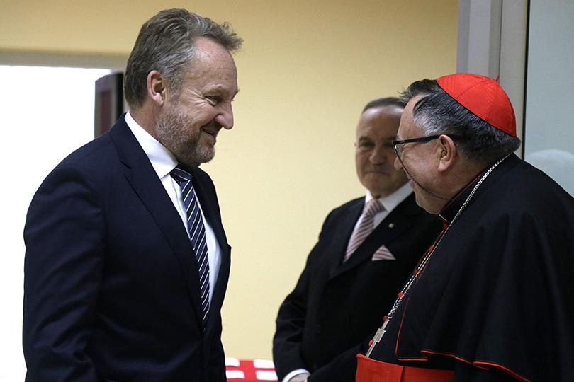 USKRS SLAVI TRIJUMF ŽIVOTA NAD SMRĆU! Bakir Izetbegović uputio čestitku povodom katoličkog praznika Uskrsa!