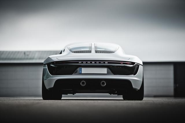 [Actualité] Porsche  - Page 8 FDF8-D862-84-E4-4-D42-8-A91-2-E21346-C3323