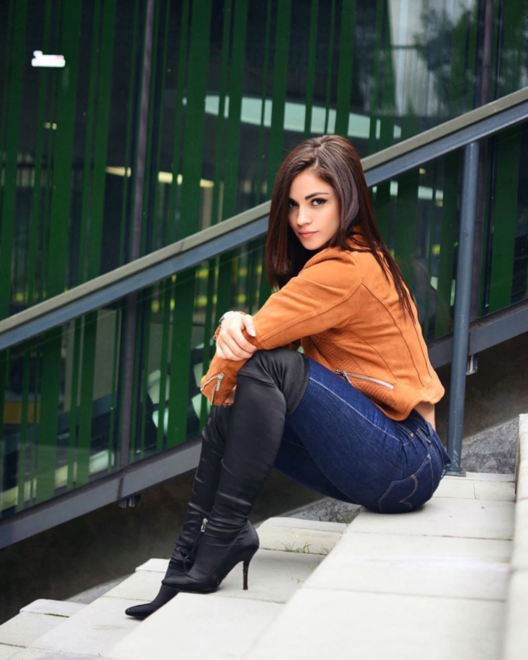 Valentina-Garzon-Wallpapers-Insta-Fit-Bio-4