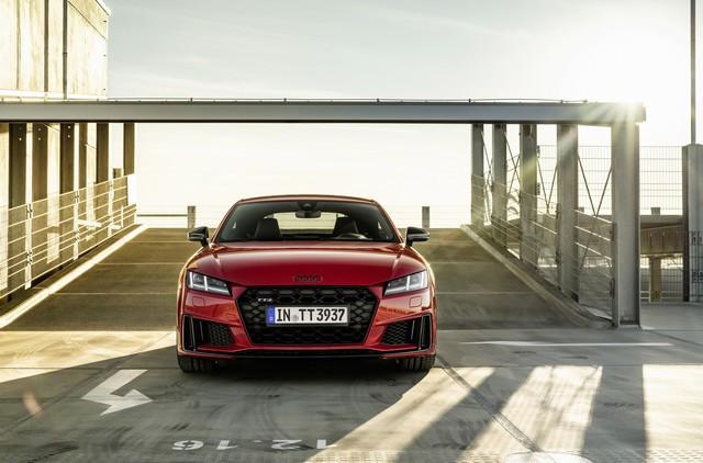 Accent sportif : l'Audi TTS competition plus A208489-medium