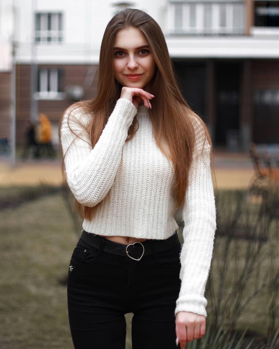 Katya-Melnyk-Wallpapers-Insta-Biography-8