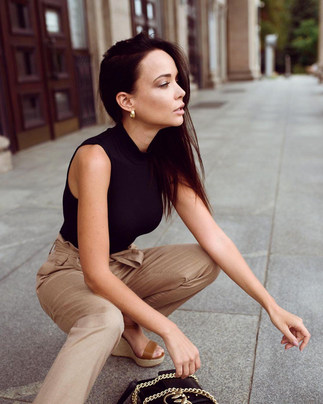 Angelina-Petrova-Wallpapers-Insta-Fit-Bio-3