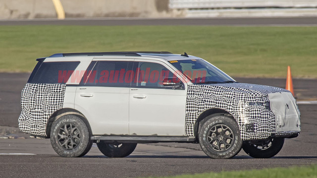 2018 - [Ford] Expedition F878874-A-DD01-419-E-A88-A-29971805-C506