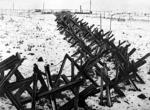Ряды противотанковых ежей