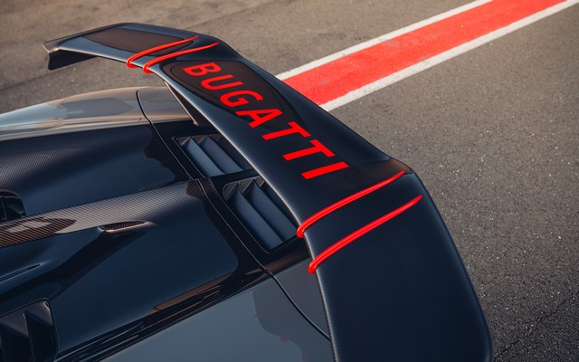 Premiers trajets en Bugatti Chiron Pur Sport 38-29-pur-sport-first-drives-jet-grey