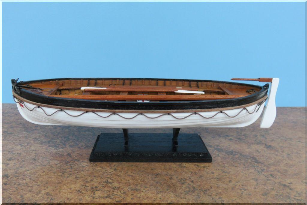 Canot de sauvetage du TITANIC Maquette Artesania Latina au 1/35eme  Canot-Titanic-10