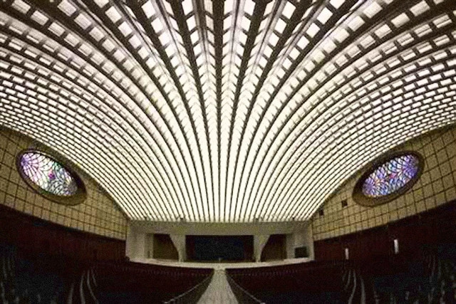 Vatican-Pope-s-Hall-3.jpg