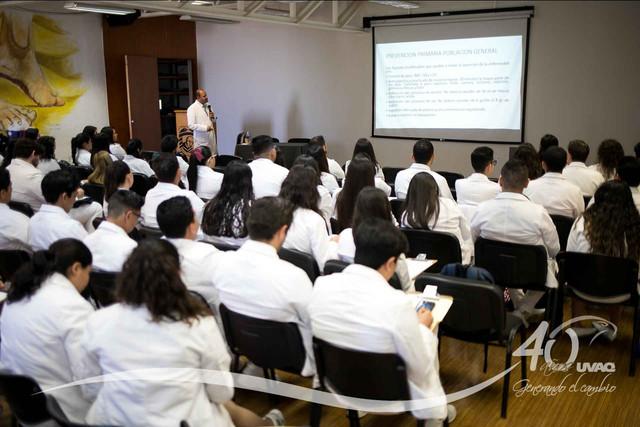 conferencia-normatividad-salud-Medicina-UVAQ-IMG-8254