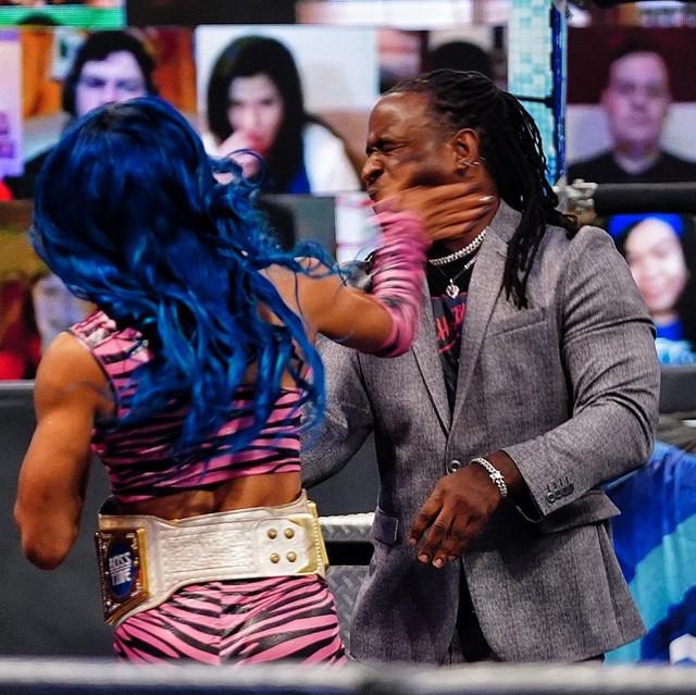 Sasha Bank abofetea a Reginald SmackDown 5 Marzo