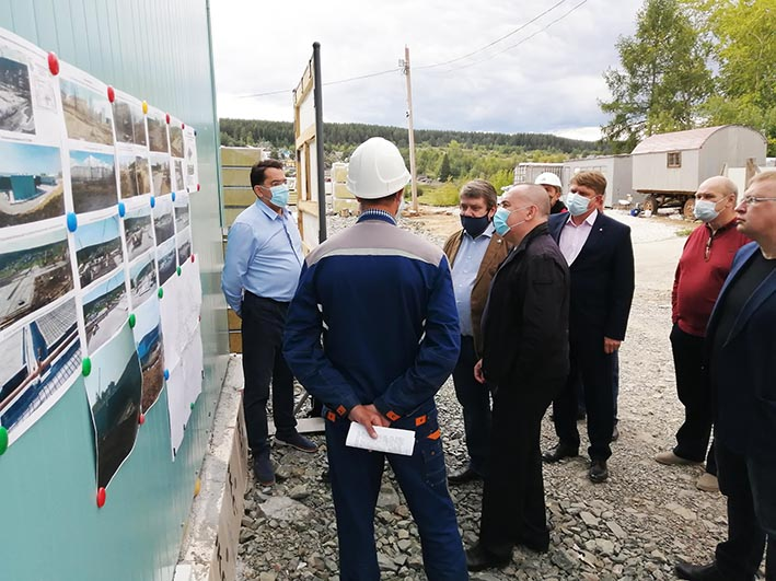 Министр посетил стройплощадку нового медицинского центра
