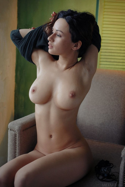 smoking-hot-busty-bombshell-pammie-lee-exposes-her-hairy-tight-muff-09